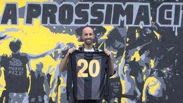 Il calcio popolare di Borja Valero con la maglia del Lebowski
